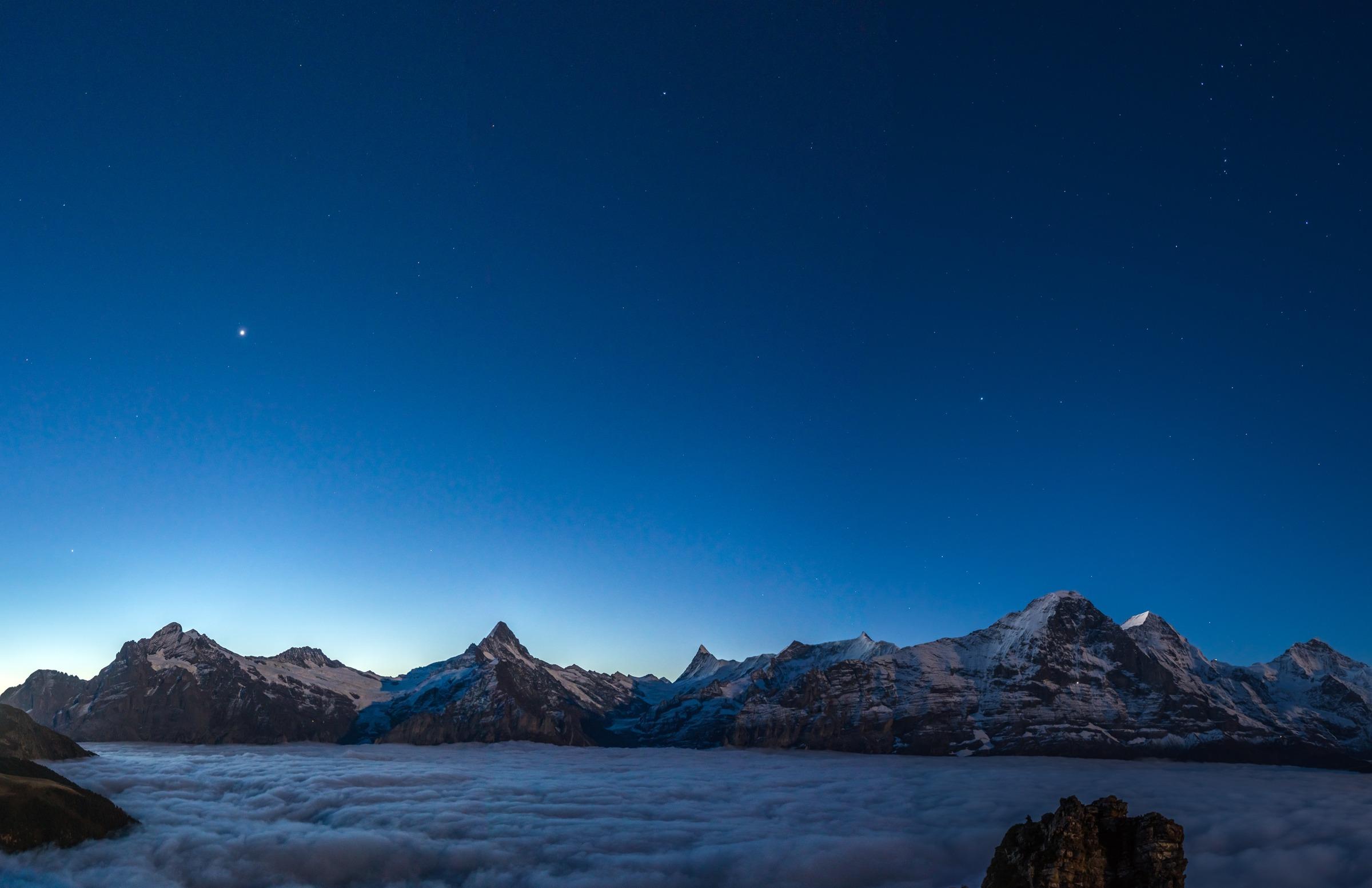 Nacht über dem Nebelmeer