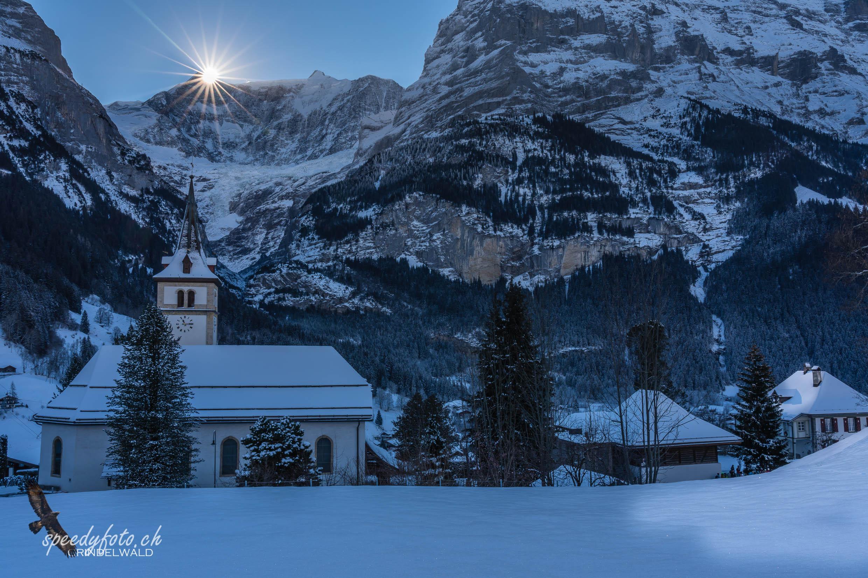 Wintersonne - Kirche Grindelwald