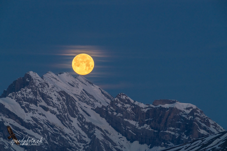 Touch the Mountain - Monduntergang